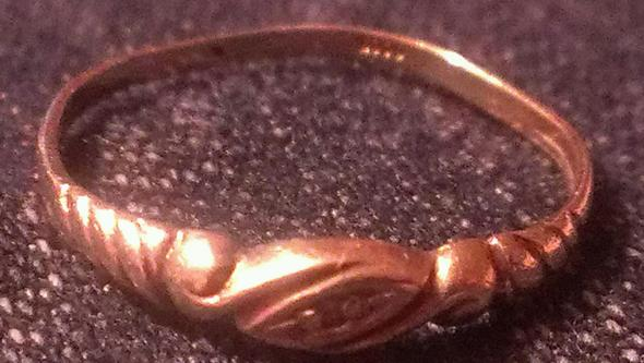 Bild 2 - (Schmuck, Gold, Ring)
