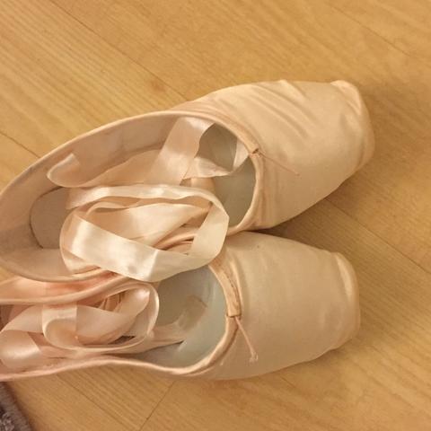 ab wann sind spitzenschuhe abgetanzt und m ssen erneuert werden ballett