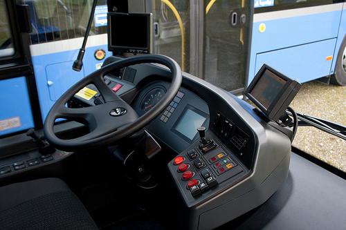 - (Alter, Ausbildung und Studium, Bus)
