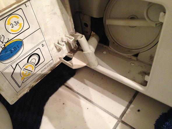 Ablauf Läuft Aus Der Waschmaschine Und Hört Nicht Auf Schlauch