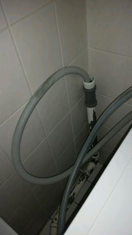 Bild vom Abwasserrohr und Ablaufschlauch - (Waschmaschine, Anschluss, Badezimmer)