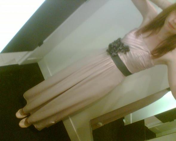 .. - (Abschluss, Kleid, Figur)