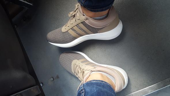 - (adidas, Schuhname)