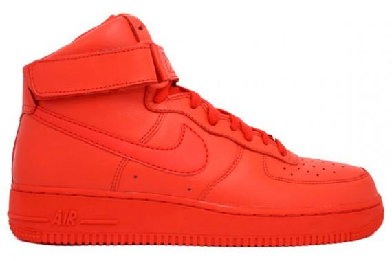 Air Force 1 mid ganz in rot, wo? (Schuhe, Nike)
