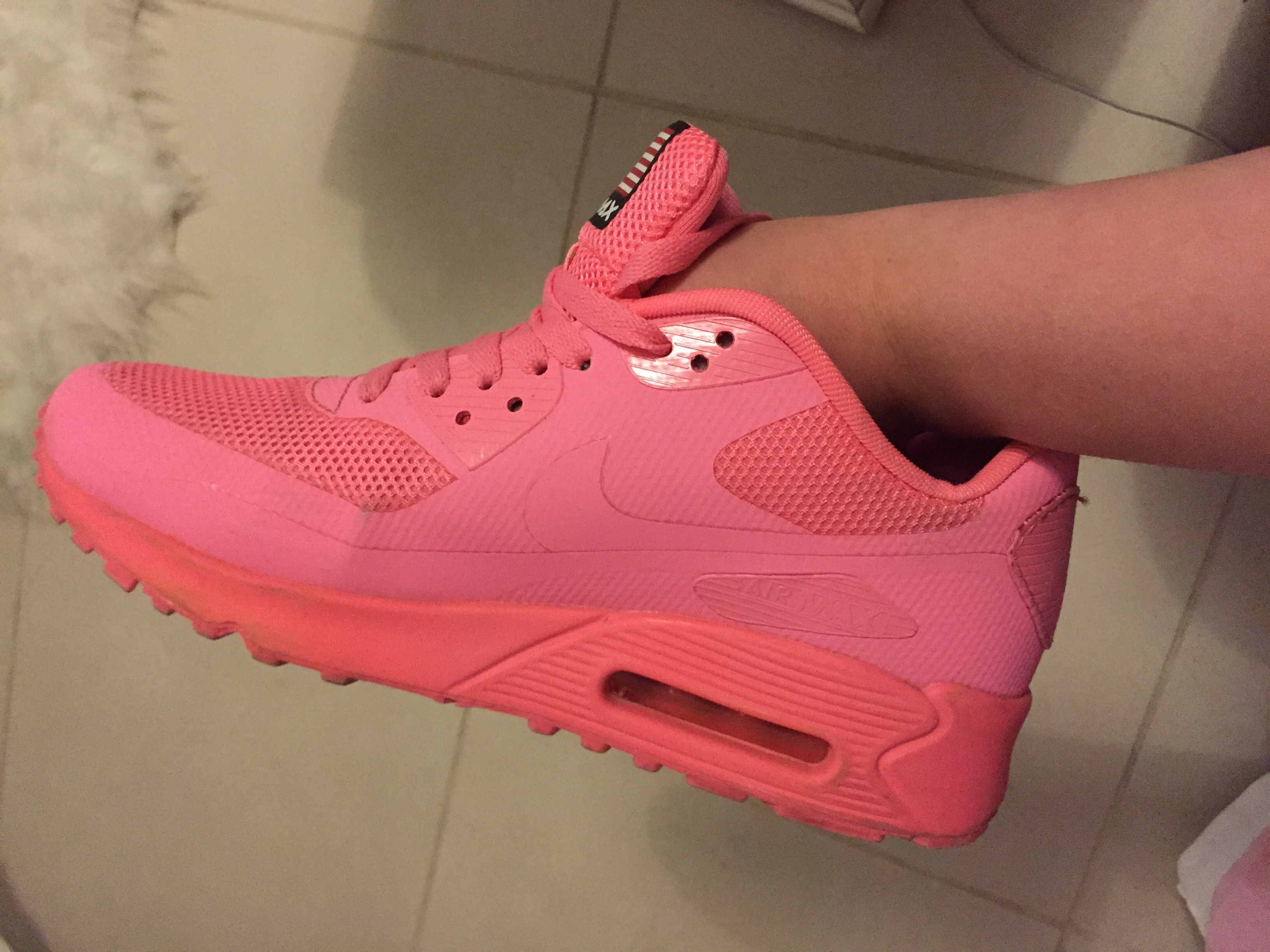 Nike Air Max Hyperfuse Neon Pink