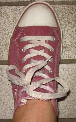 Als Junge diese Schuhe tragen, mit Socken oder ohne?