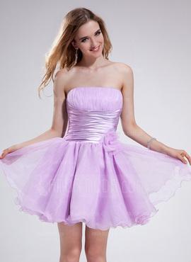 als Mädchen verkleiden, welches Kleid anziehen (Junge)