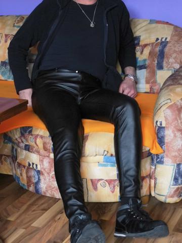 Mann in Kunstlederhose - (Männer, Leggings, Kunstlederhose)