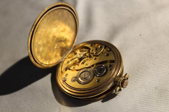 Taschenuhr - (Finanzen, Wert, Stempel)