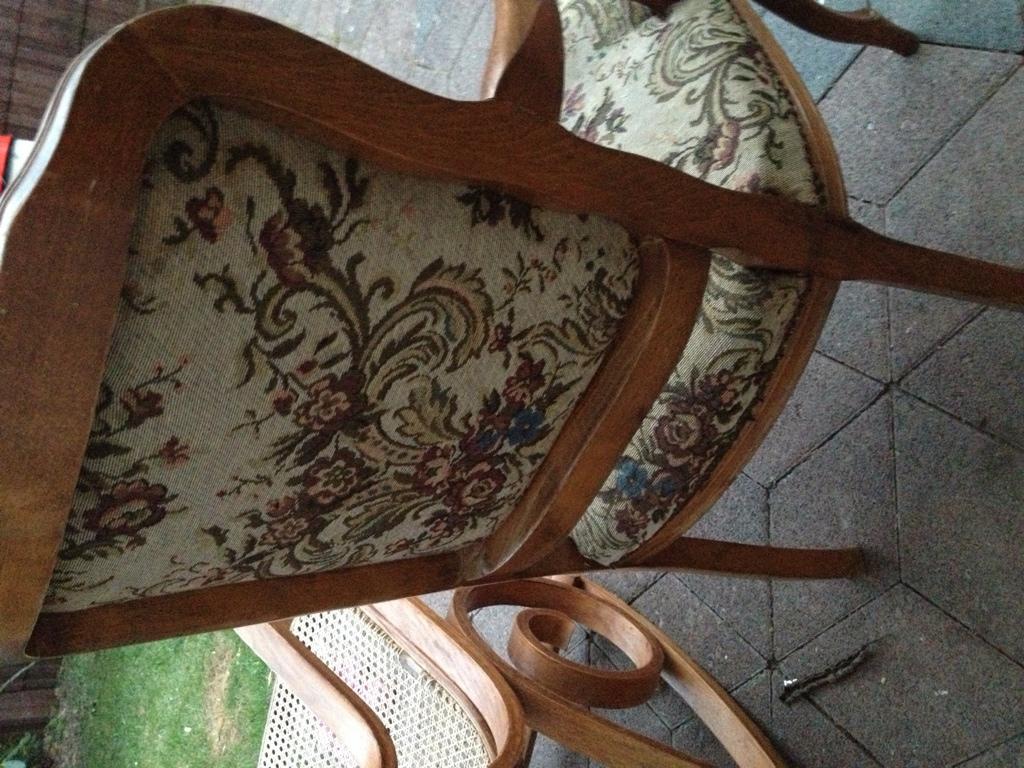 Alten Tisch Restaurieren ~ alten Stuhl restaurieren! Wie beziehe ich die Polster neu? (lackieren, Polste