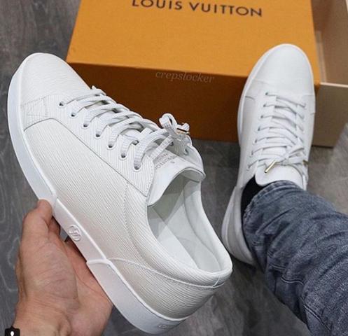 - (Mode, Schuhe, Trend)