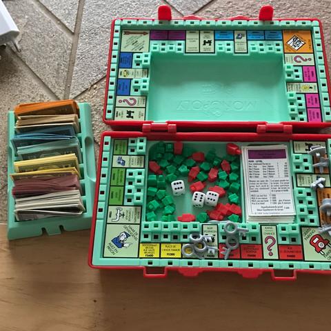 spielfeld, figuren und Schlüssel - (Spiele, Reise, Monopoly)