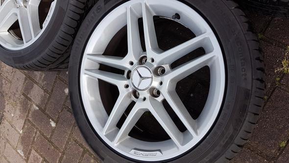 - (Auto, Auto und Motorrad, Mercedes Benz)