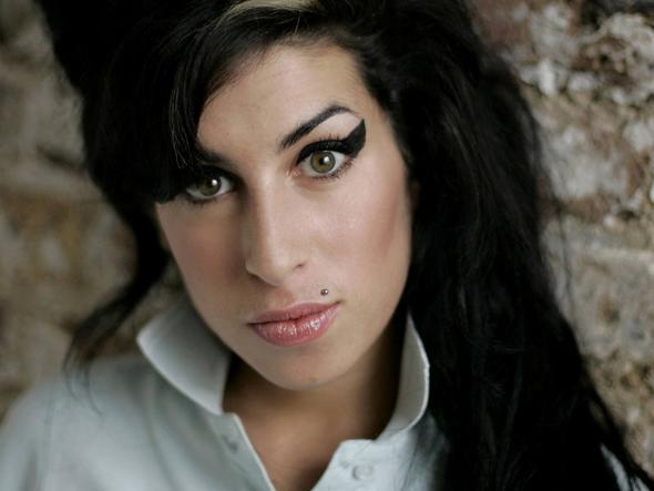 Amy Winehouse - (Schule, schminken)