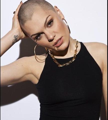An Alle Mädels Wird Eine Glatze Bei Frauen Langsam Populär Haare