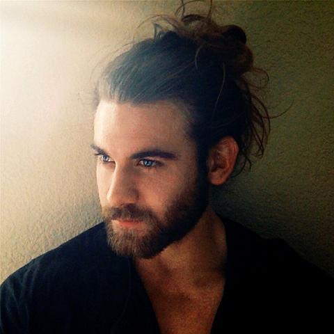 Singlebörse männer mit langen haaren
