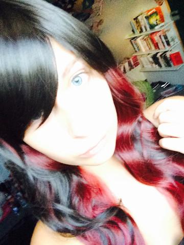 Kurze mit roten strähnen schwarze haare Schwarze Haare