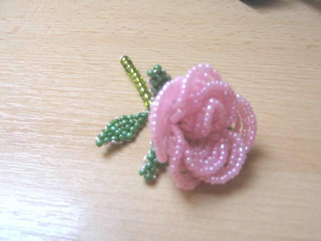 anleitung f r eine rose aus perlen freizeit schmuck basteln. Black Bedroom Furniture Sets. Home Design Ideas