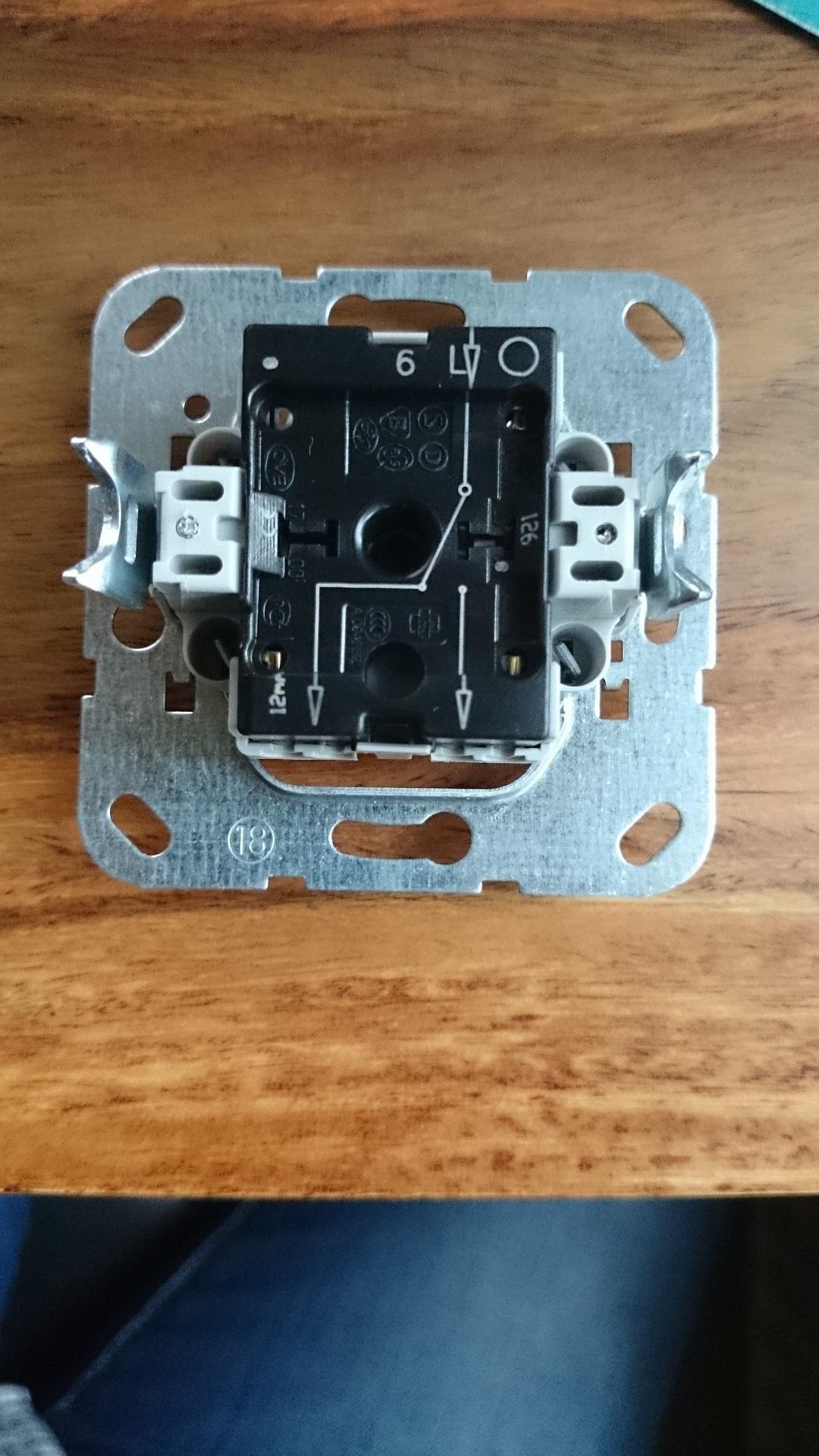Anschluß Lichtschalter GIRA (Strom, Licht, Anschluss)