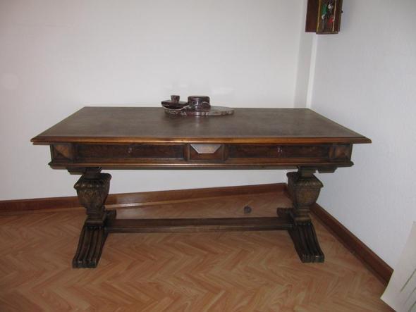 Schreibtisch - (Geschichte, wohnen, Allgemeinwissen)