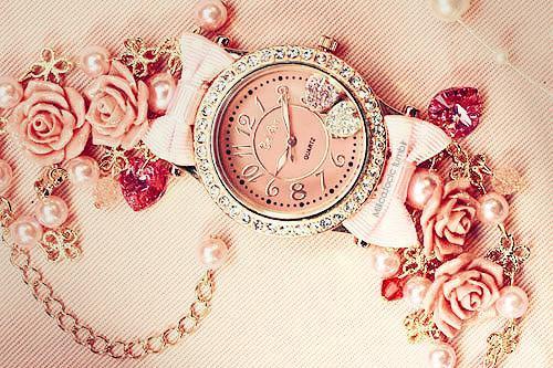 Kennt jemand diese Uhr?? - (Schmuck, Uhr, Rosen)