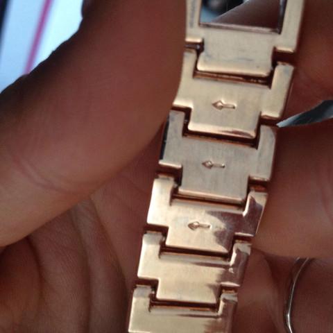 Da sieht man die Feile die sind auch auf der anderen seite  - (Armbanduhr, verkleinern, New Yorker)