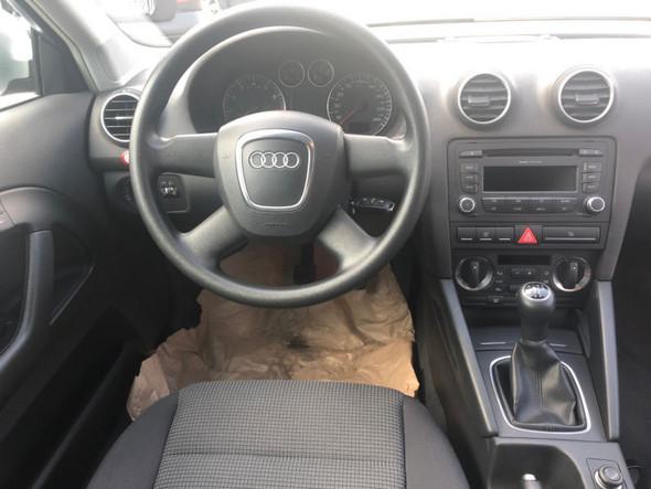 Audi A3 1.6 Attraction (EZ2008) Radio umbau?