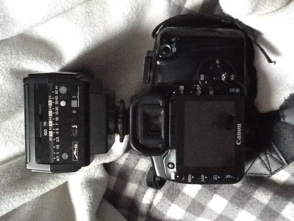 Kamera mit Aufsteckblitz 2 - (Kamera, Fotografie, Canon)