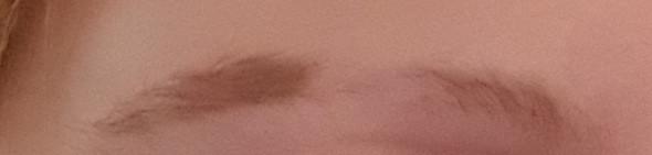 - (Haare, Augenbrauen)
