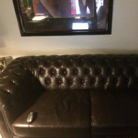 aus was f r einem leder besteht meine couch saddle oder vintage pflege reinigung. Black Bedroom Furniture Sets. Home Design Ideas