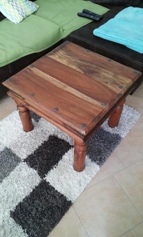 Aus welchem Holz besteht dieser rustikale Couchtisch und wie alt ist er in etwa?