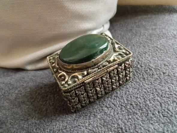 Aus welchem Material ist diese Schatulle?
