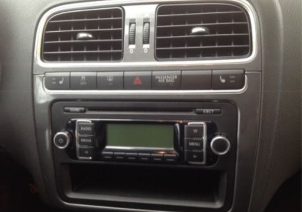 ausbauen des vw radios rcd 210 adapter autoradio. Black Bedroom Furniture Sets. Home Design Ideas