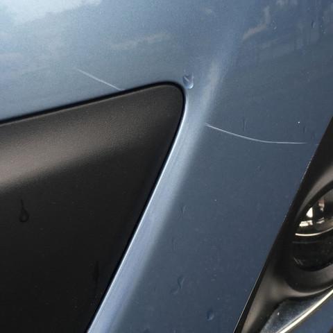 Kratzer vorne nahe der Nebelleuchte  - (Auto, Schaden)