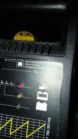 rotes Licht - (Auto, kaputt, Batterie)
