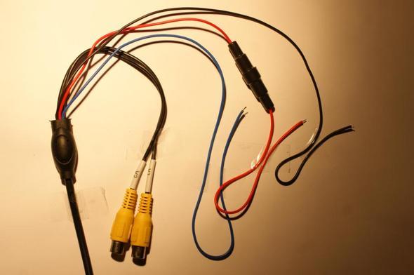 Roter und schwarzer Draht anstatt blau und braun (Physik, Kabel ...