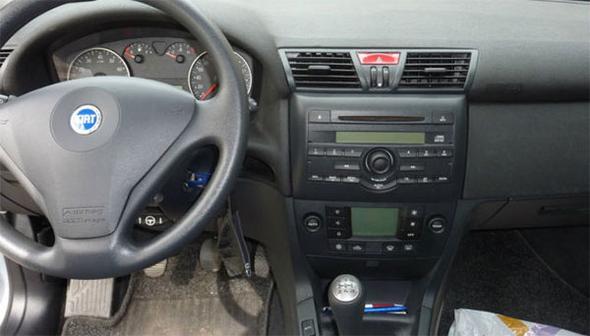 Dies ist der Besagte, jetzt verbaute Radio+Rahmen - (Auto, Autoradio, Fiat Stilo)