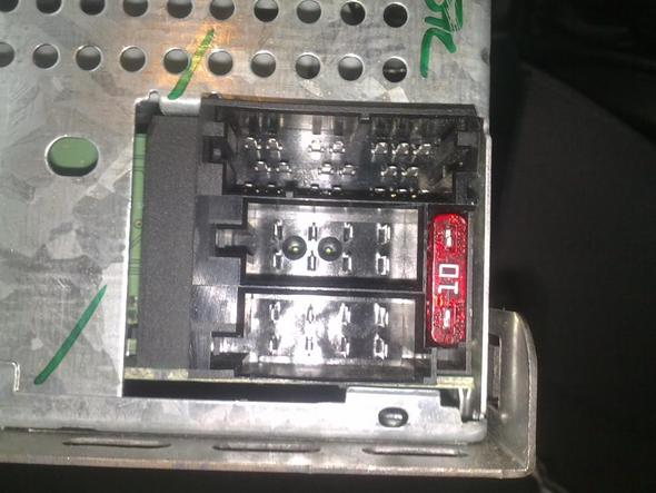 Radio von dem mir leider der Stecker + Name des Steckers fehlt :-P - (Elektrik, Autoradio)