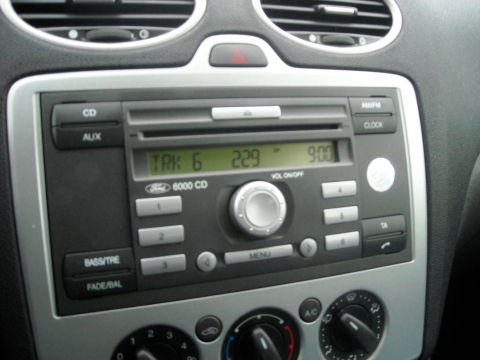 autoradioausbau bei ford focus 6000cd radio ausbau fordfocus. Black Bedroom Furniture Sets. Home Design Ideas