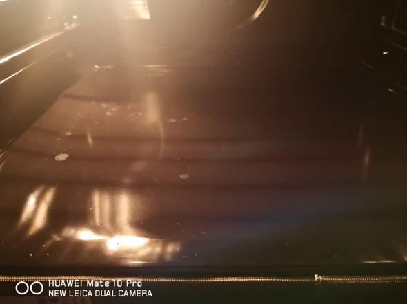 Backofen mit Pyrolyse-Reinigung hat eingebrannte Stellen?