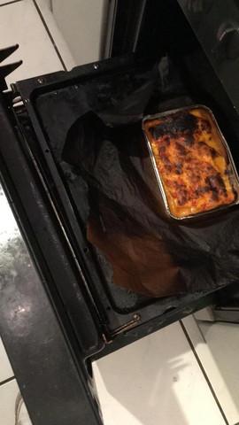 Backpapier im Ofen angebrannt.. Essen noch essbar?