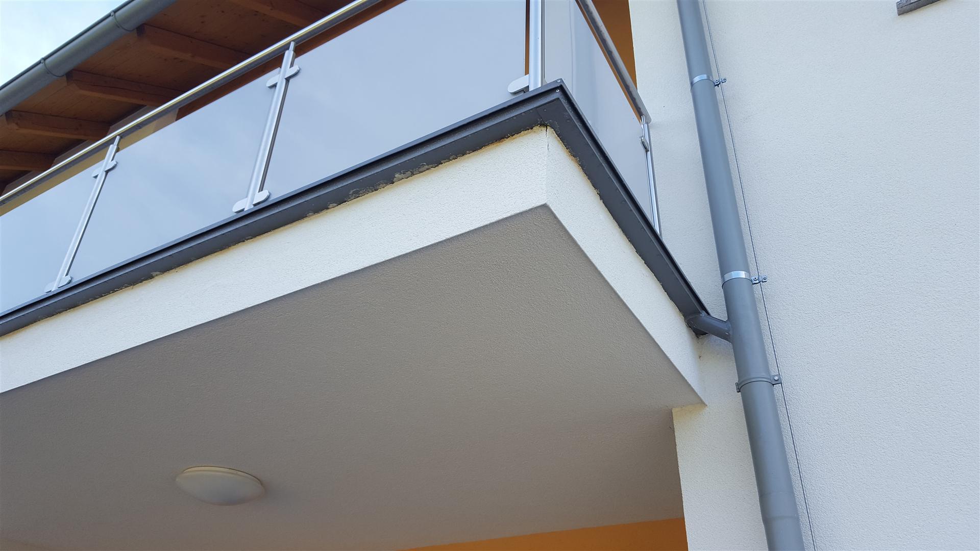 balkon terasse problem mit wasser und fliesen bau frostschaeden. Black Bedroom Furniture Sets. Home Design Ideas
