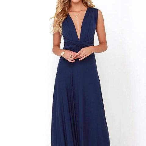 In Blau - (Farbe, Abschluss, Kleid)