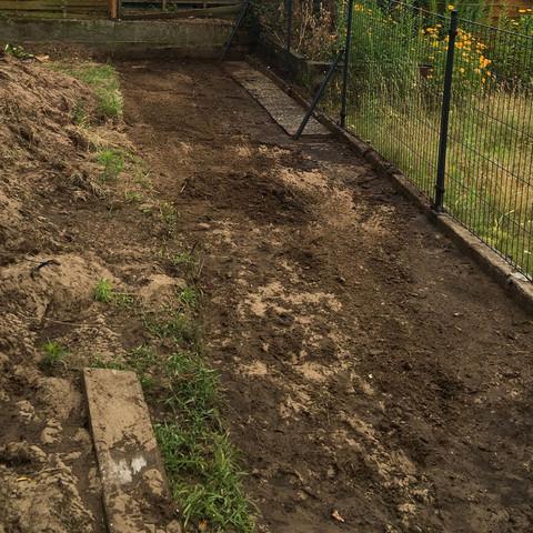 Graben zur Bepflanzung  - (Garten, Bambus, Nachbarschaftsrecht)