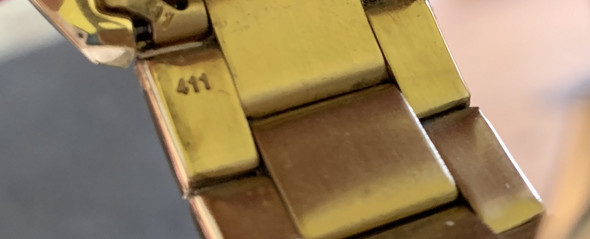 - (Schmuck, Uhr, Gold)