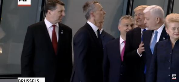Beim Nato-Gipfel 2017 schubst Donald Trump den Ministerpräsident von Montenegro unsanft zur Seite was ist eure Meinung dazu?