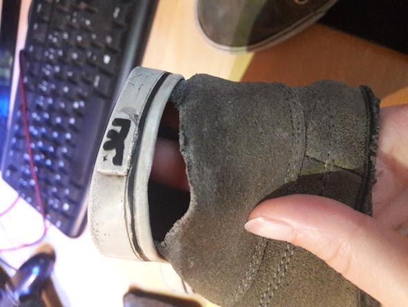 - (Schuhe, kaputt, reparieren)