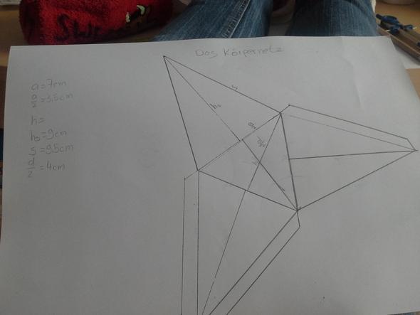 Berechnung einer Dreieckspyramide (Mathe, Volumen, pyramide)