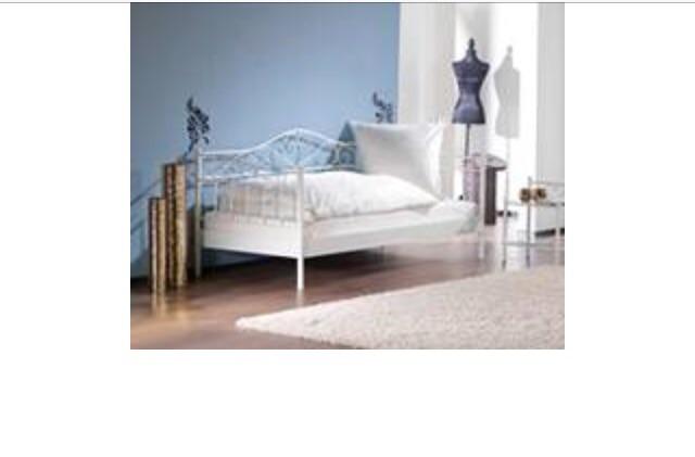 bett princess 90 x 200 cm cremewei ich suche f r dieses bett eine anleitung hat die jemand. Black Bedroom Furniture Sets. Home Design Ideas
