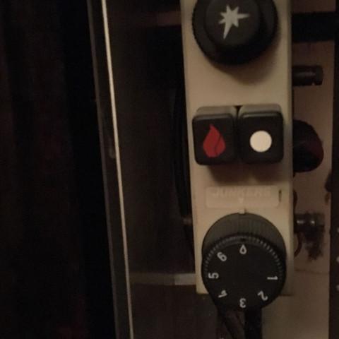 bitte wie schalte ich diese zwei gas heizk rper bilder. Black Bedroom Furniture Sets. Home Design Ideas